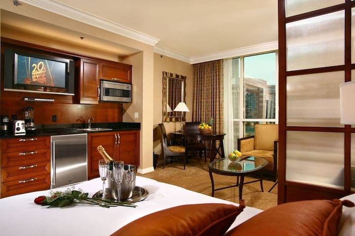 Luxurious MGM Signature Balcony Suite - 26th Fl