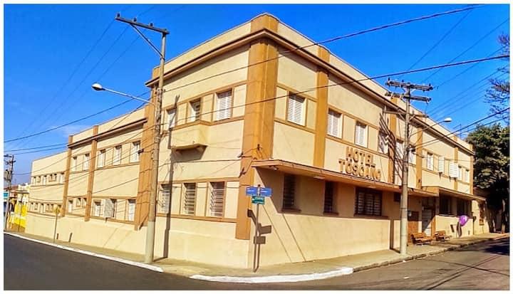HOTEL TOSCANO: Tem 64 Quartos a 200m do Calçadão