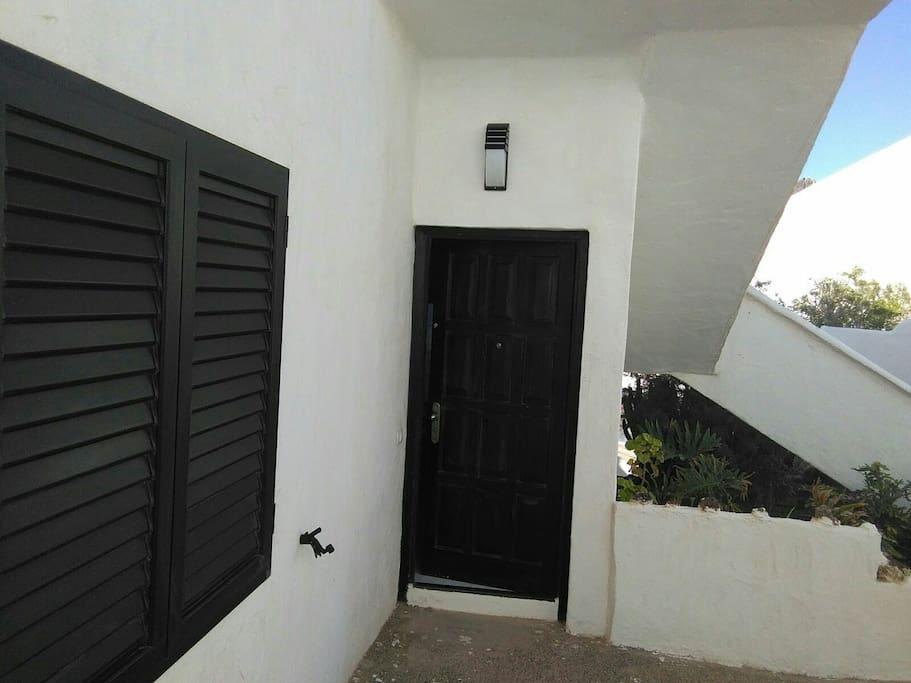 Entrada del apartamento: C-10-Bajo