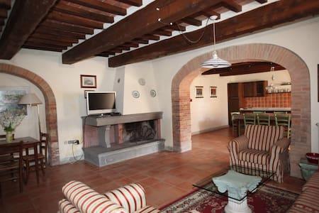 Novello Campagna Toscana - terricciola - Apartament