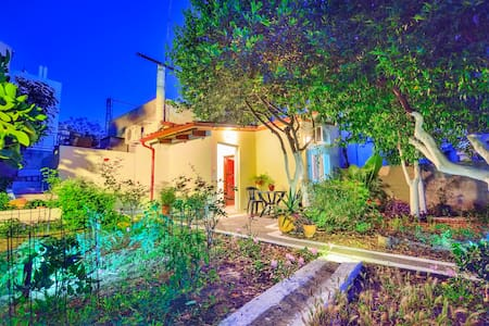 Garden House  in the center of Chania city