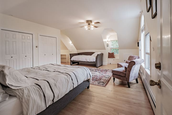 Master suite with a queen bed and a day bed.