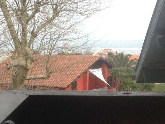 Studio en bord de l'ocean  1 mn à pied de la plage