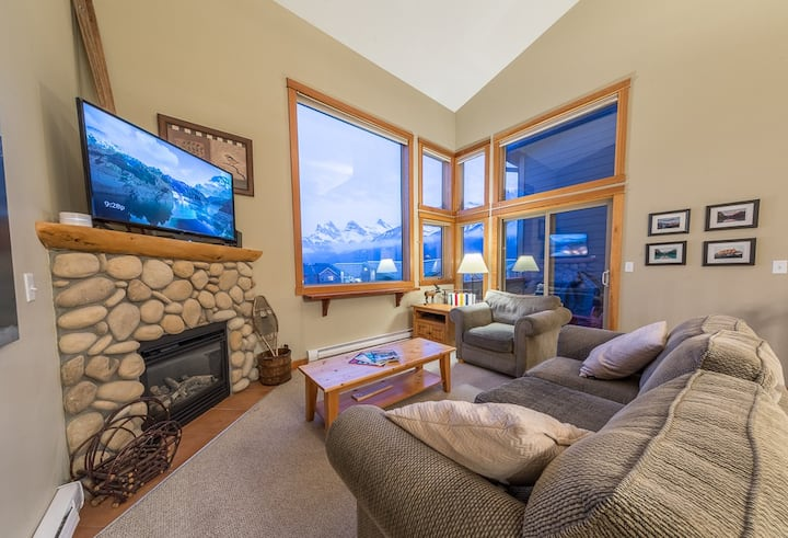 Lofted Penthouse with Outstanding Mountain Views!