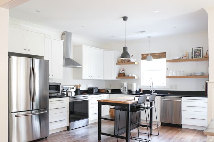 NEW LUX Modern Home- Ft Jackson, 5 Pts, DTWN, USC