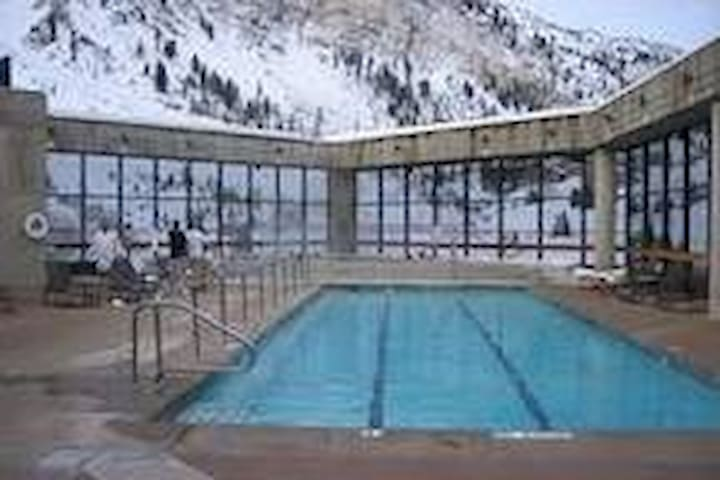 Snowbird Cliff Lodge: December 14-21, 2019