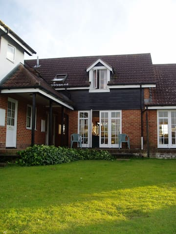 Modern & Comfortable Riverside Holiday Cottage - Wroxham - Huis