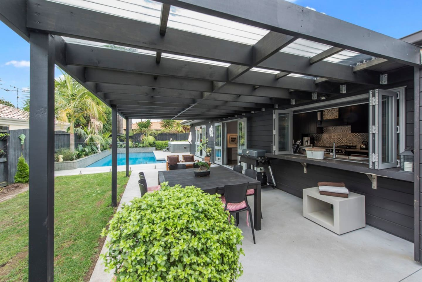 Villa Black - Papamoa Holiday Home *Spa pool is unavailable for guest use.*