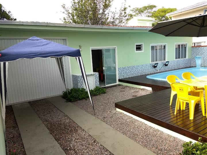 Casa com Piscina na Praia de Palmas (Edícula).