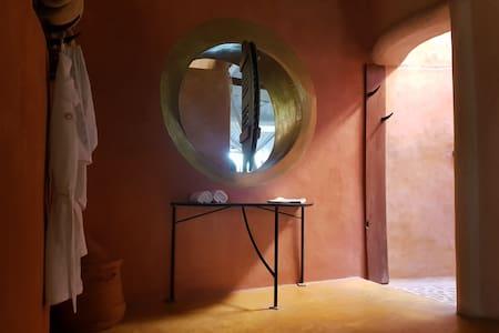 Espace douche à ciel ouvert de la Suite MASAI