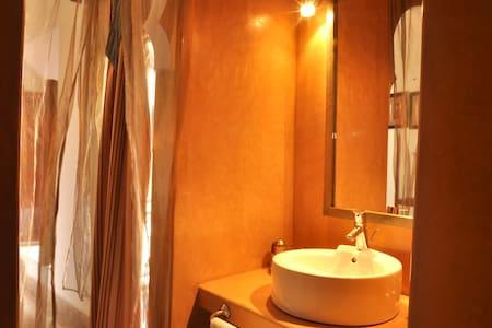 Orange room @ the Garden of Dreams - Marrakech - Bed & Breakfast