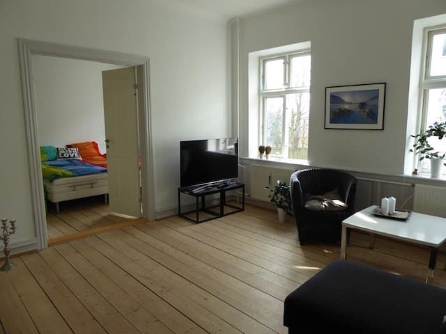 Central Vejle - very near train/bus, also Legoland - Vejle - Apartemen