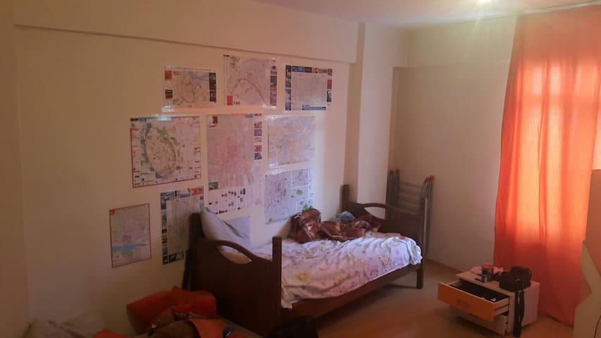 Big room in a big flat - Kağıthane, Istanbul - Apartment