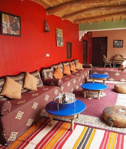 Family room in a friendly Berber homestay - Imintanoute - Gästehaus