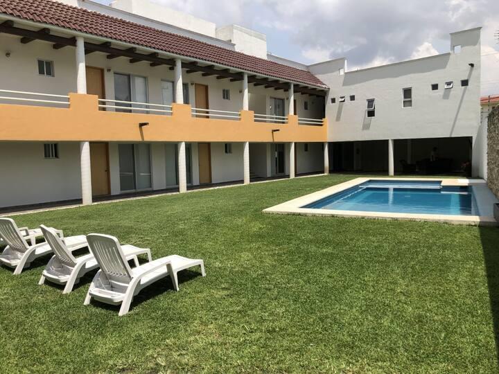 Residencia con 10 habitaciones, jardín y alberca