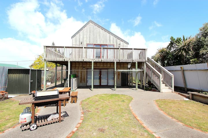 Friendly  Whanganui Coastal Beach House