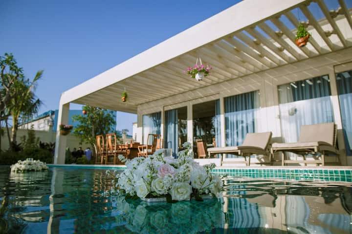 Sunset Side Villa - Contemporary Tropical Villa