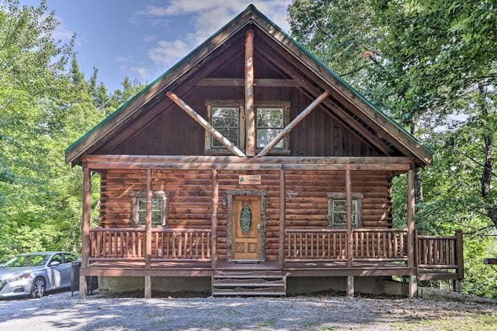NEW! Sky Harbor: Couples' Cabin w/ Hot Tub & Deck!