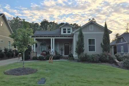 3 Bed/2 Bath Golf Cottage 7 mi. to Downtown Auburn - Opelika - Hus