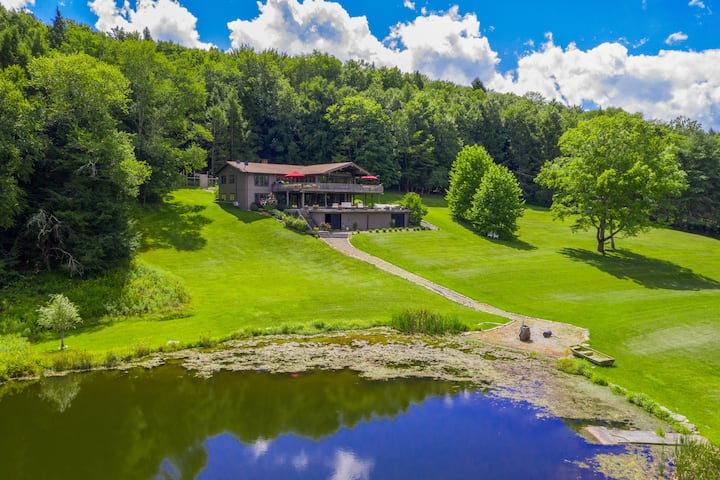 Stunning Catskills lakeside lodge in 70 acres