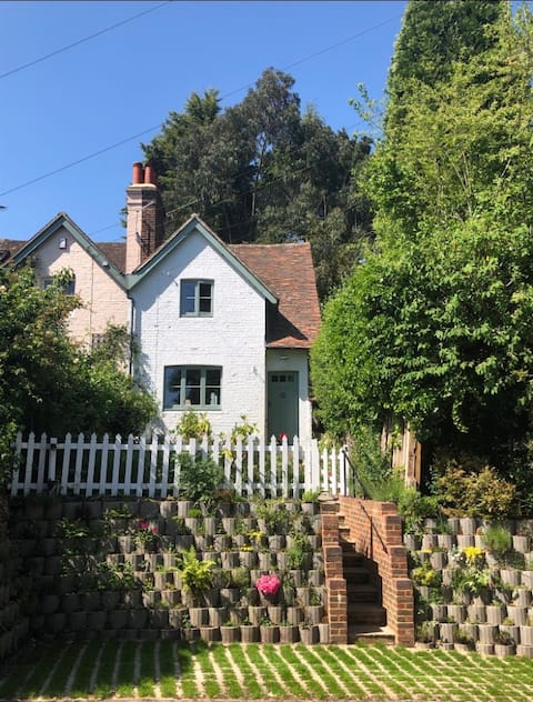 Historic period Cottage in glorious Surrey Hills