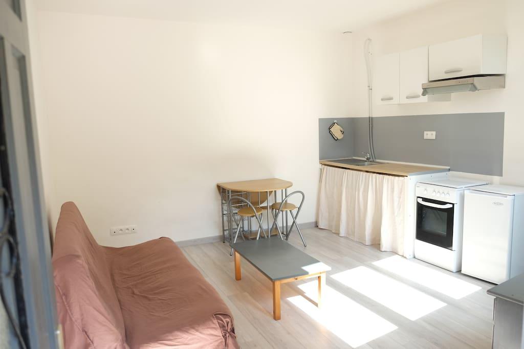 studio calme sans voisins directs flats for rent in amiens nord pas de calais picardie france. Black Bedroom Furniture Sets. Home Design Ideas