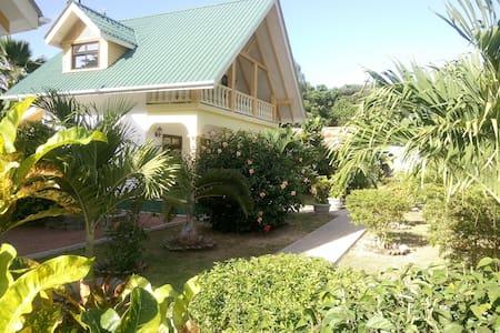Villa Payanke-Chalets Anse Reunion - Huvila