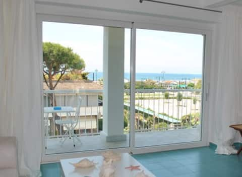 Elegant panoramic Penthouse 2 steps from the sea