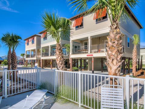 Gorgeous LUXE cottage; 2 min walk to the BEACH! Pool; Grill!
