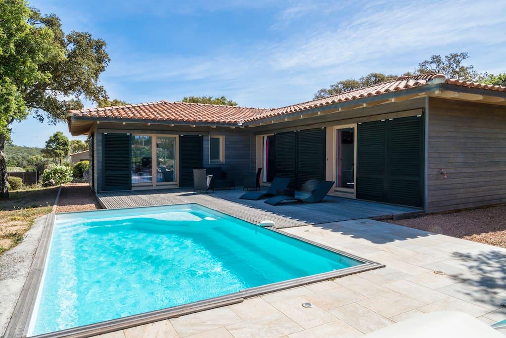 Villa moderne avec piscine 6 8pers maisons louer for Villa avec piscine en corse