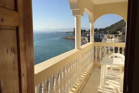 Room on Cap Haitiens waterfront - Cap-Haitien