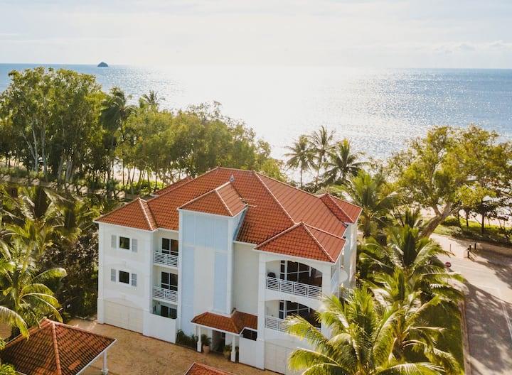 1BR Luxury Suite - Villa 3, Villa Beach Palm Cove
