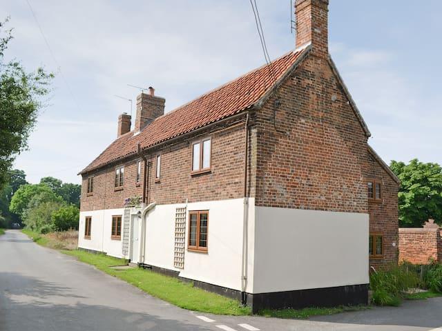 East Cottage (29846)