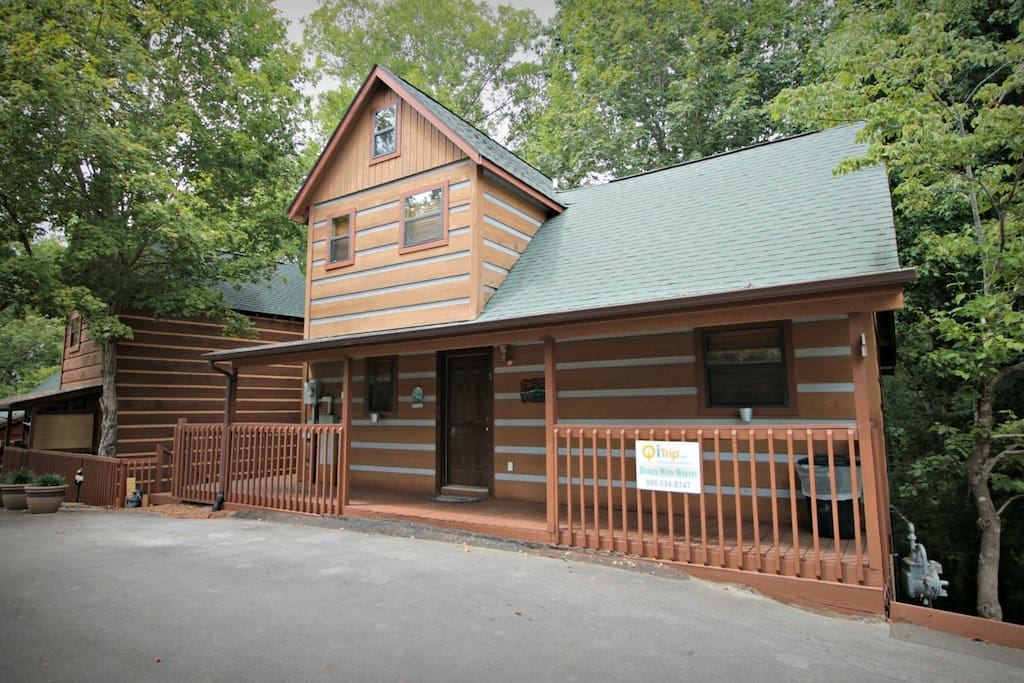Dances with Wolves, located in quiet wooded surroundings, but less than a mile from the main strip of Pigeon Forge!