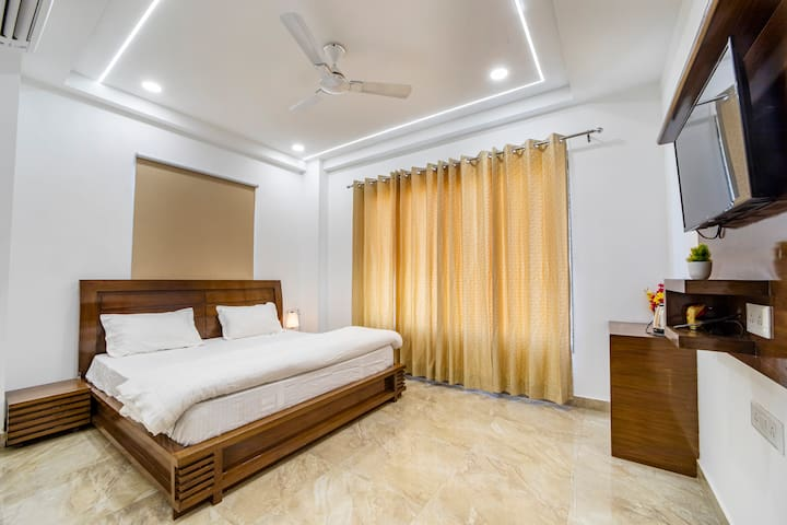 Luxury Room With TV , Ac , desk , chair, fan and Wi-Fi
