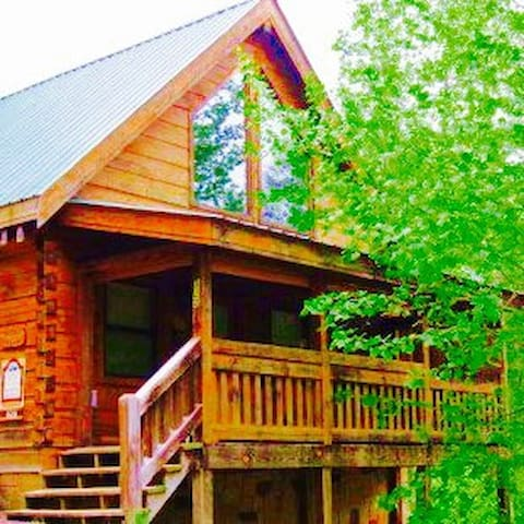 LOVE ME ALWAYS -  Quiet Cabin, Convenient to town - Gatlinburg