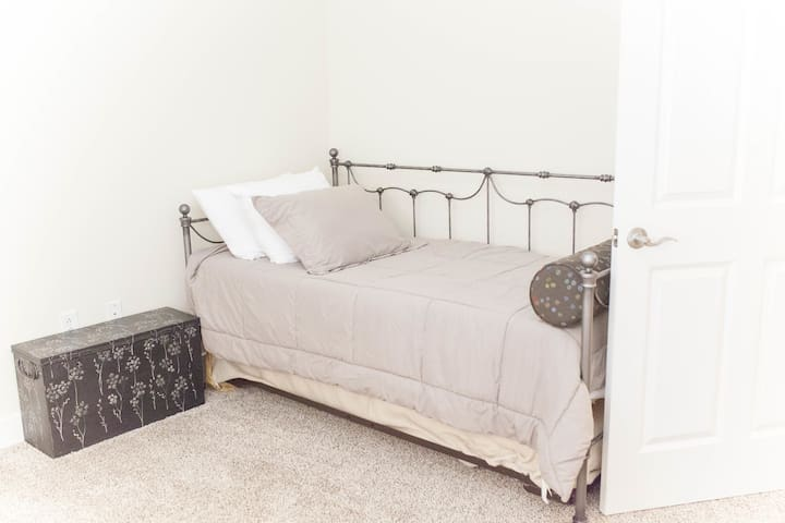 Second bedroom with pull out trundle