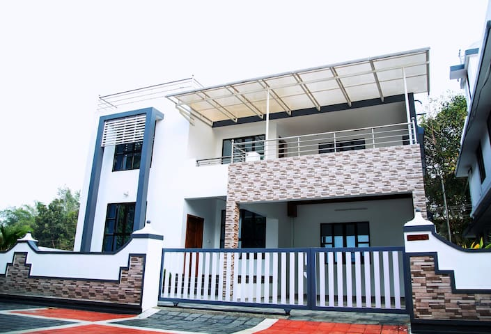 Home adjacent to kochi Airport - Ernakulam