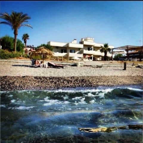 Beachfront budget studio - Agia Marina - Apartment