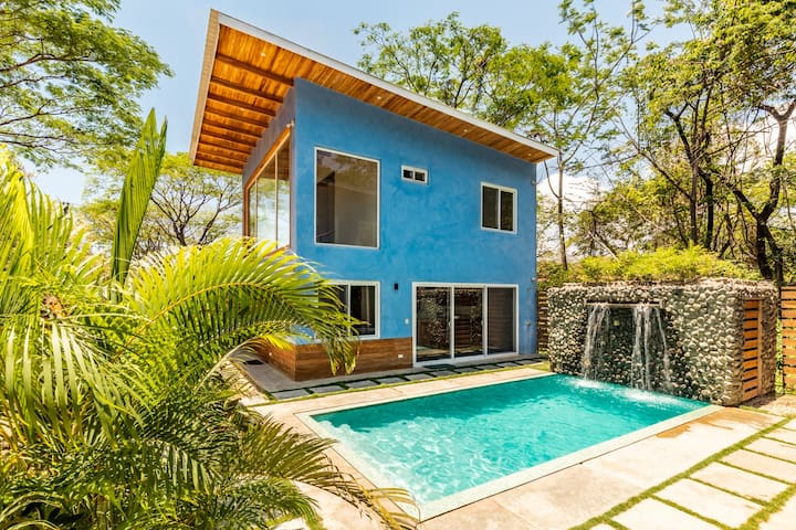 Nosara Blue: Casa Potrero, BBQ and walk to beach!