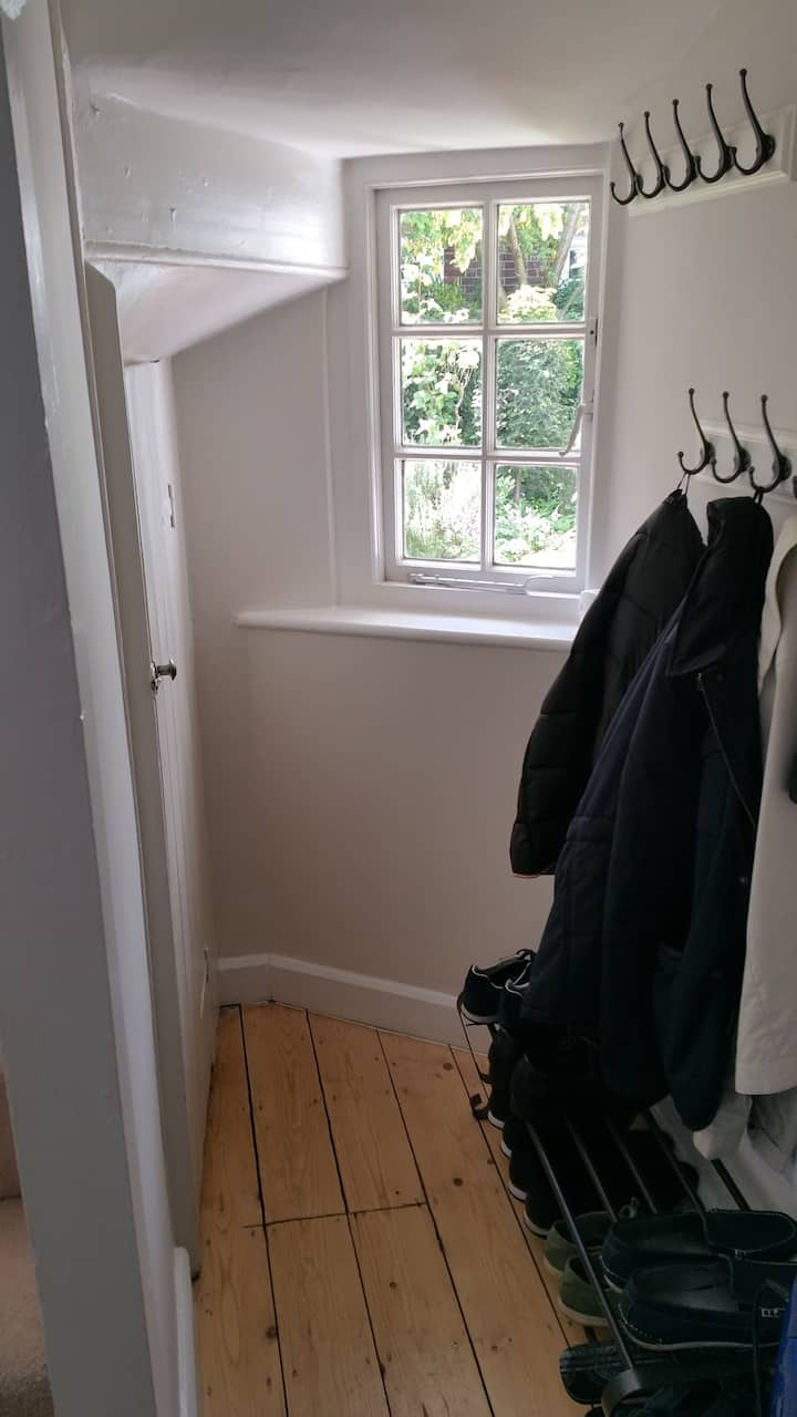 Clean bed room to share in High Wycombe