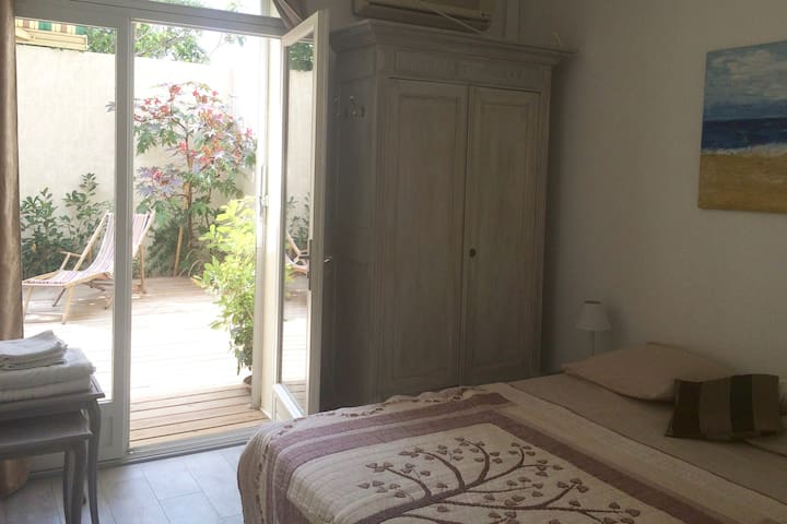 COSY FLAT WITH PRIVATE COURTYARD NEAR PERPIGNAN - Bompas - Pis