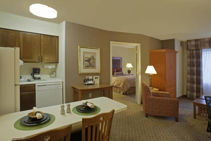 Friendly Suite Standard At Dulles Airport