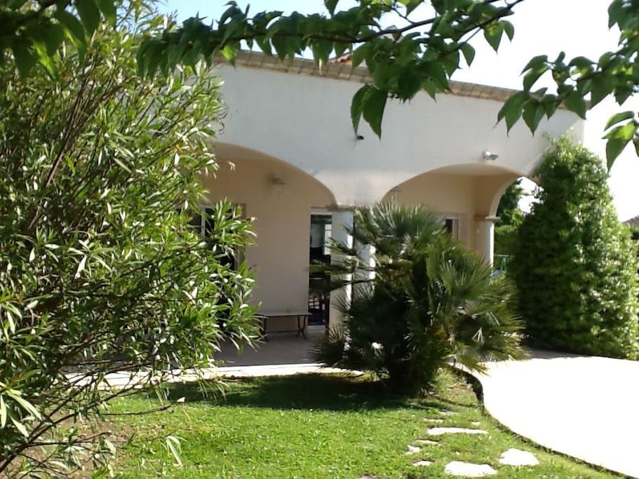 Chambre 3 3 dans villa lumineuse maisons louer saint for Constructeur maison saint andre de cubzac