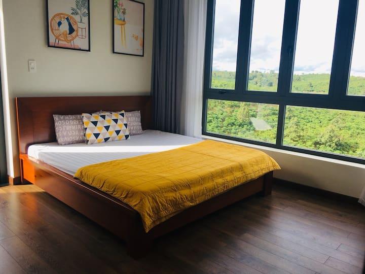 Sen Villa- Phòng đôi queen ban công view đồi núi
