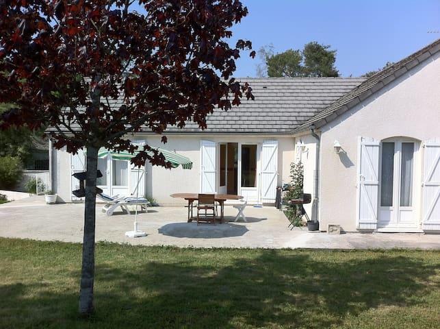 Jolie et agréable maison -  2 chambres privées - Amilly - Casa