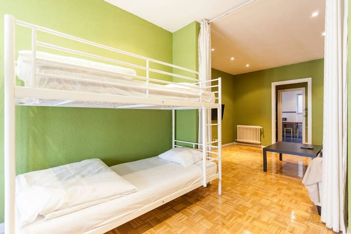 The Heart of Madrid: Shared Room (4 Guests).