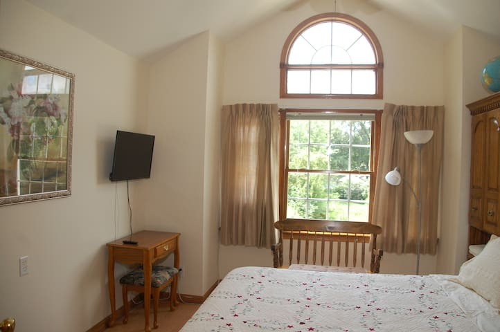 Large Bedroom In Beautiful Cozy Home - Granville - Casa