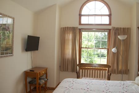 Large Bedroom In Beautiful Cozy Home - Granville