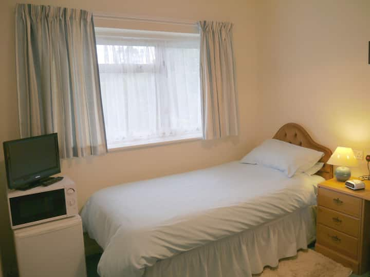 Single room for B&B in family home